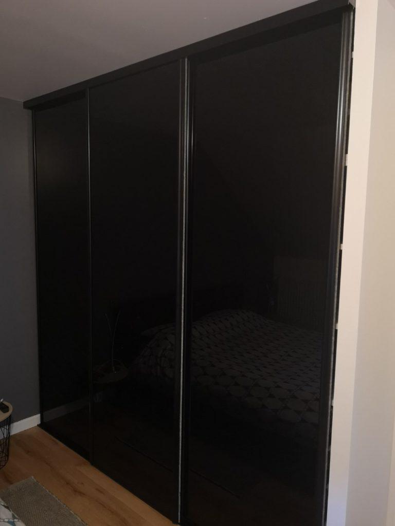 Porte de placard en verre laqué noir